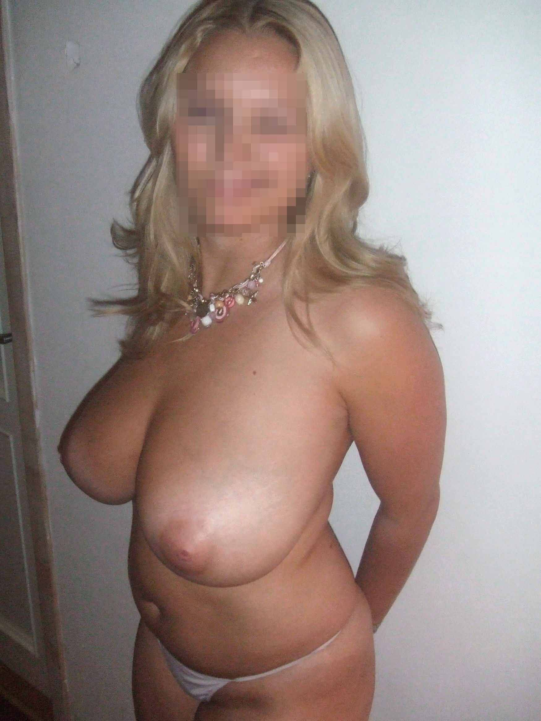Amazingly hot huge boob cougar